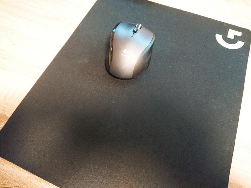 ロジクールのゲーミングマウスパッド。普通に使う分にも便利